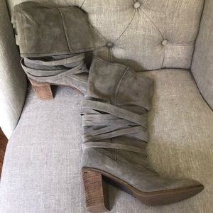 Banana republic grey suede boots size 6